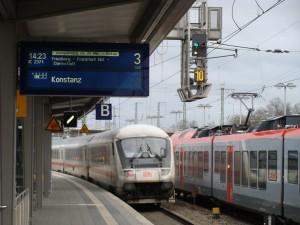 Ein IC verlässt den Bahnhof von Gießen auf Gleis 3 Richtung Süden. Hier werden künftig ICE der Baureihe ICE-T eingesetzt.
