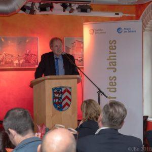 Karl-Peter Naumann, Ehrenvorsitzender von PRO BAHN, hält am 01.11. in Eppstein eine Rede für die Allianz pro Schiene.  (Foto: Jens Bergold)