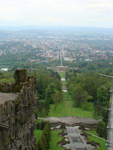 Blick vom Herkules auf Kassel und den Bergpark Wilhelmshöhe.