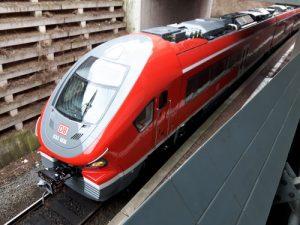 Dieser PESA-Zugtyp ist auch auf der Dreiechbahn im Einsatz, hier auf der RE 17 (Kassel-Brilon-Hagen).