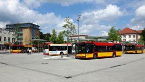 Der neugestaltete Freiheitsplatz, der zentrale ÖPNV-Umsteigepunkt in der Innenstadt von Hanau
