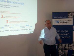 Hans Leister bei seinem Vortrag im PRO BAHN Forum Deutschlandtakt am 03.08.2019 in Frankfurt am Main.