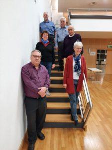 Der neue Regionalvorstand von oben nach unten auf der Treppe stehend: Hansjörg Schmidt, Helmut Lind, Wilfried Staub, Barbara Grassel, Kristine Schaal, Apostolos Koreas